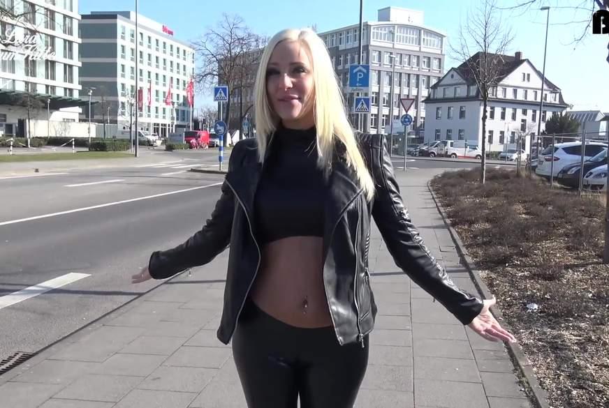 USER F**kDATE spontan - Leggings F*******k schleppt User von der Straße ab