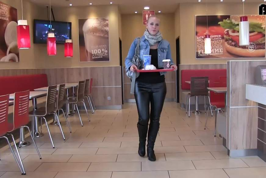 Fast Food Quickie - PUBLIC im Burger Laden