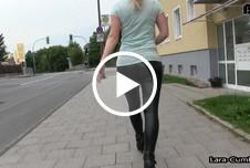 SOO muss flirten - Monster wetlook ARSCH public vollgespritzt