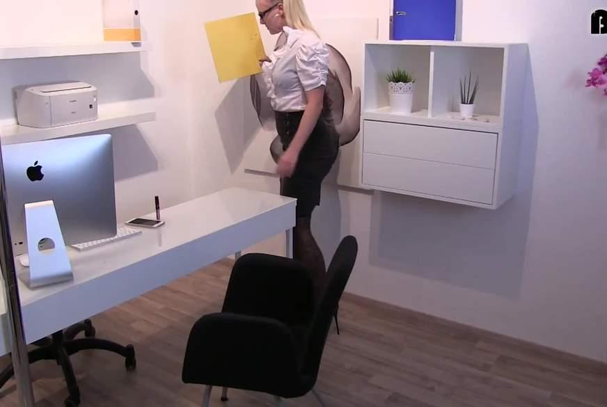 Gnadenlos - J***es Büro F******n vom Chef z******t