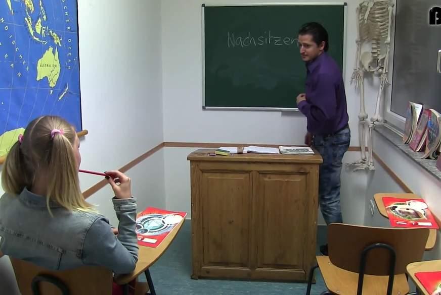 Nachsitzen ist geil - T***y im Klassenzimmer Z******t
