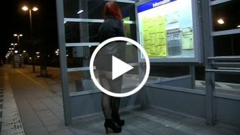 Dreister PUBLIC P**s am Bahnhof