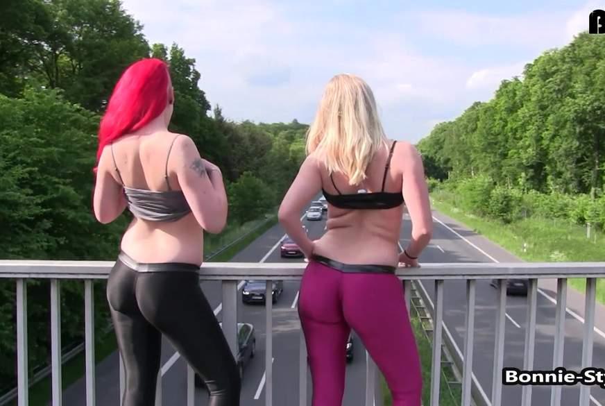 Flashing auf der Autobahnbrücke