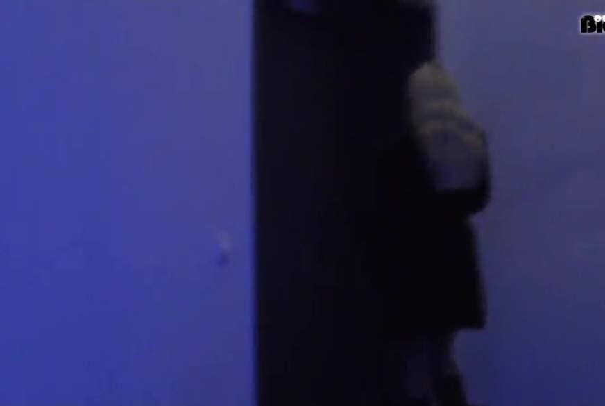 F**kgeil im Fahrstuhl