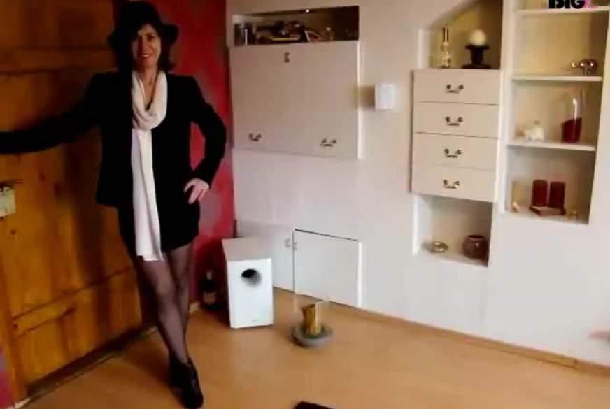 Elegante Lady strippt für Dich...