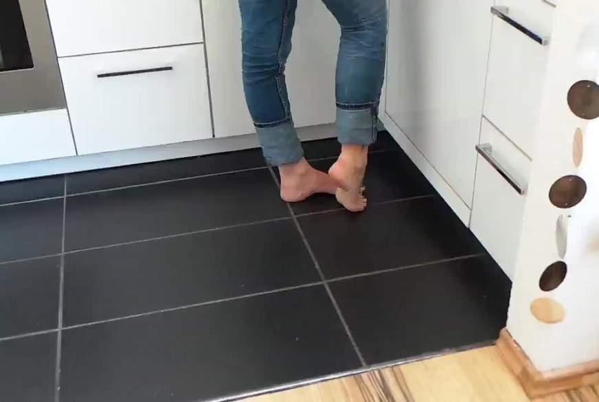 Meine Füsse in der Küche