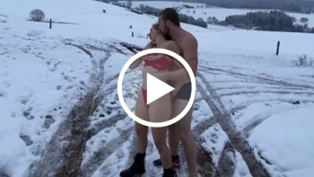 Download: YoungCouple22 - Draußen im Schnee