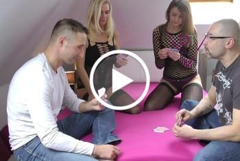 Strip-Poker I Ausziehen oder f****n?