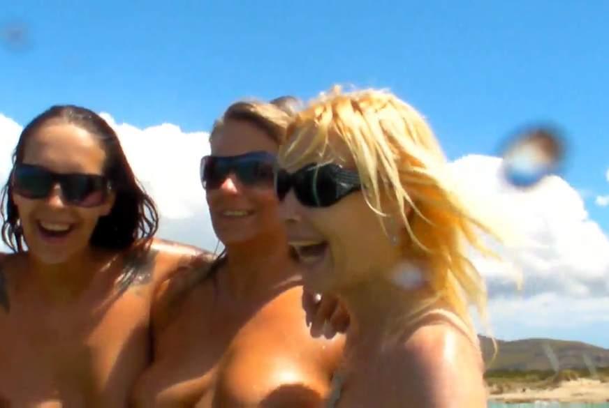 4 Girls Nackt im Meer.