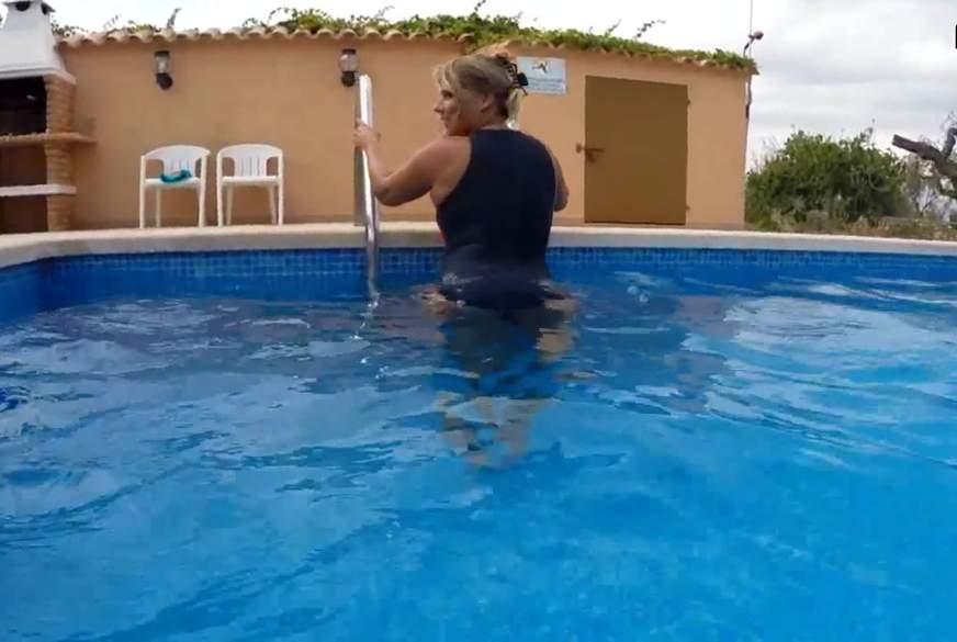 2 L***en unter Wasser gefilmt