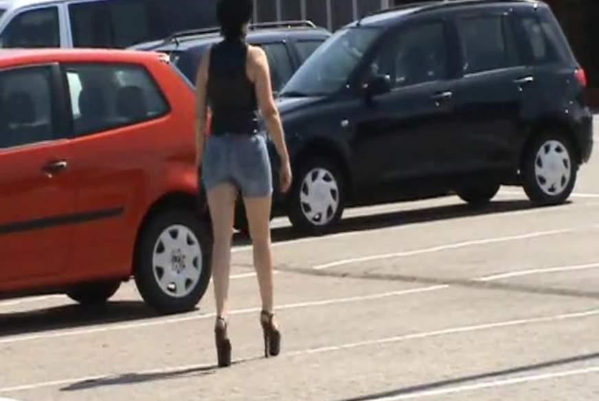 In die Jeans g*****t - Shopping mit 17 cm Heels