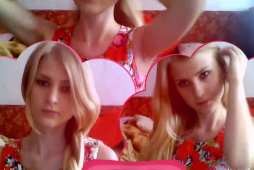 Heiße Blondine mit langen Haaren!