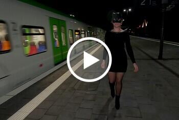 Wet-Wonder: Public Piss Parade 4. Pisserei auf Gleis 2.