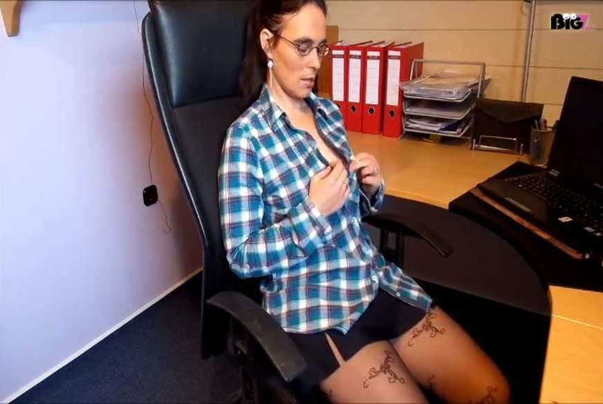 Im Büro in Strupfhose Geil B*****t