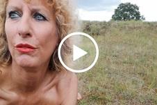Dildo Fick auf der Wiese als der Himmel sich zu zog Gewitter im anmarsch